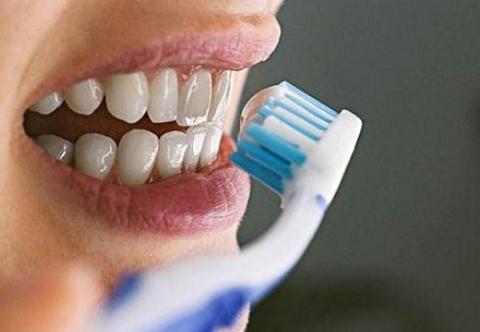 牙齿黄了想洗牙?别洗了!这一招去牙渍更洁白