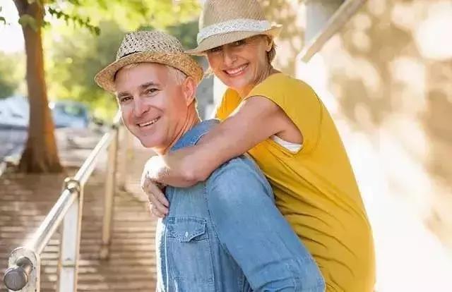 这17个特征,中的越多越长寿,40岁以上都对照看看