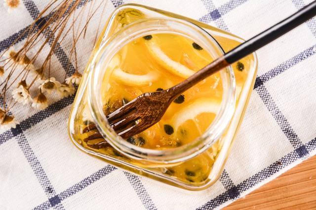 早上喝蜂蜜水好,还是晚上喝蜂蜜好?很多人没喝对,营养全浪费了