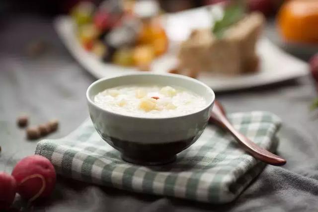 粥是天下第一补药!常喝这碗粥,抗衰老、助睡眠,医生都在喝