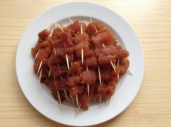 香辣牙签肉,外酥里嫩,焦香可口,开胃解馋,麻辣咸甜,特别提味
