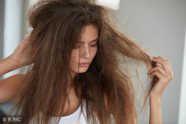 头发干枯还发黄?2味中药来洗发,坚持1周,光泽又有弹性!