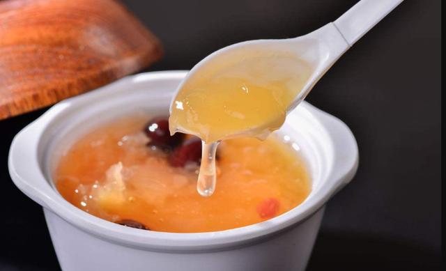 煮银耳汤时,只需要多加这1步!不仅40分钟能出胶,而且还很黏稠
