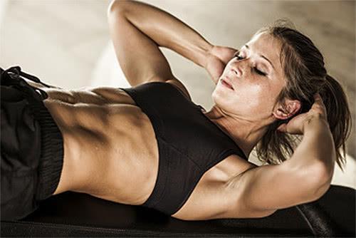 不要再坚持仰卧起坐啦!这是白练,你应坚持这样的腹肌训练动作