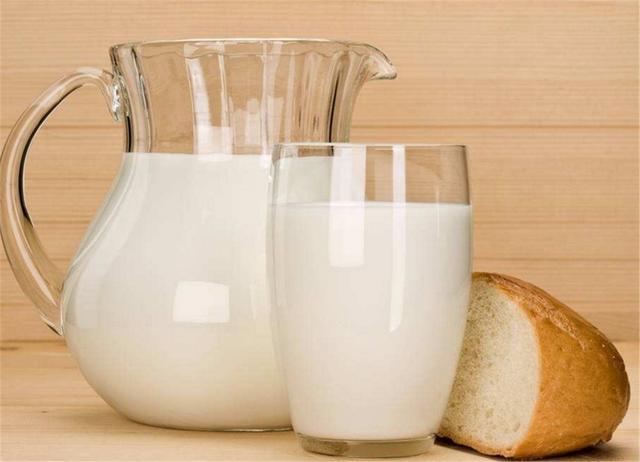 上了年纪骨质疏松,4种食物一天吃一点,强筋骨比钙片还好!