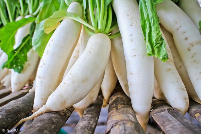 白萝卜炖香菇,延缓衰老、降三高、预防感冒!