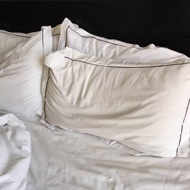 床单发黄有血渍?居家主妇教你简单一招,泡一泡立刻洁白干净!